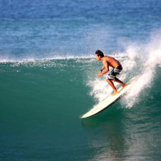 Surfing lessons at Los Cerritos Beach