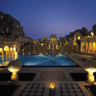 Pool at Oberoi Amarvillas, luxury hotel in India