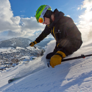 Powder_skier_up_close_Megeve_Tourisme_Daniel_Durand
