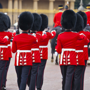 buckingham_palace_guards_london