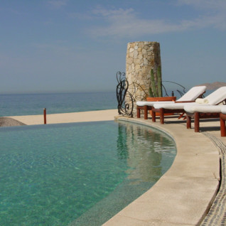 The pool at Las Ventanas al Paraiso, luxury hotel in Mexico