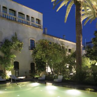 Palacio del Bailio at night, luxury hotel in Spain