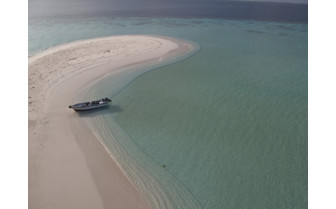 Picture of soft sand a Mulaku Atoll in the Maldives