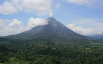 Picture of Arenal volcano in Costa Rica
