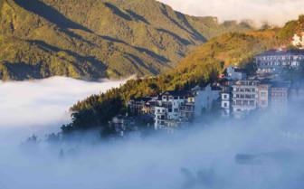 Mist over Sapa Town