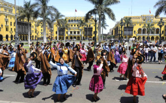 Dancing women of Lima
