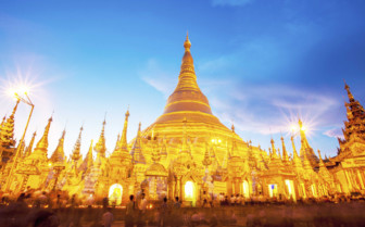Shwedagon lit up