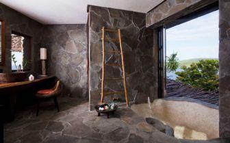 Peninsula Villa Bathroom at Laucala Island