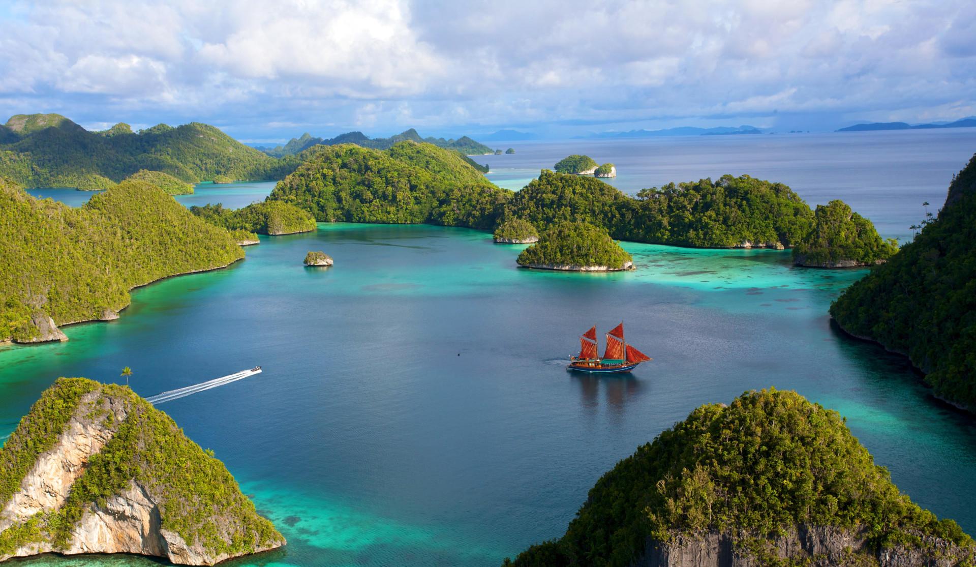 how to get to wayag island